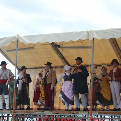 Le groupe en scène