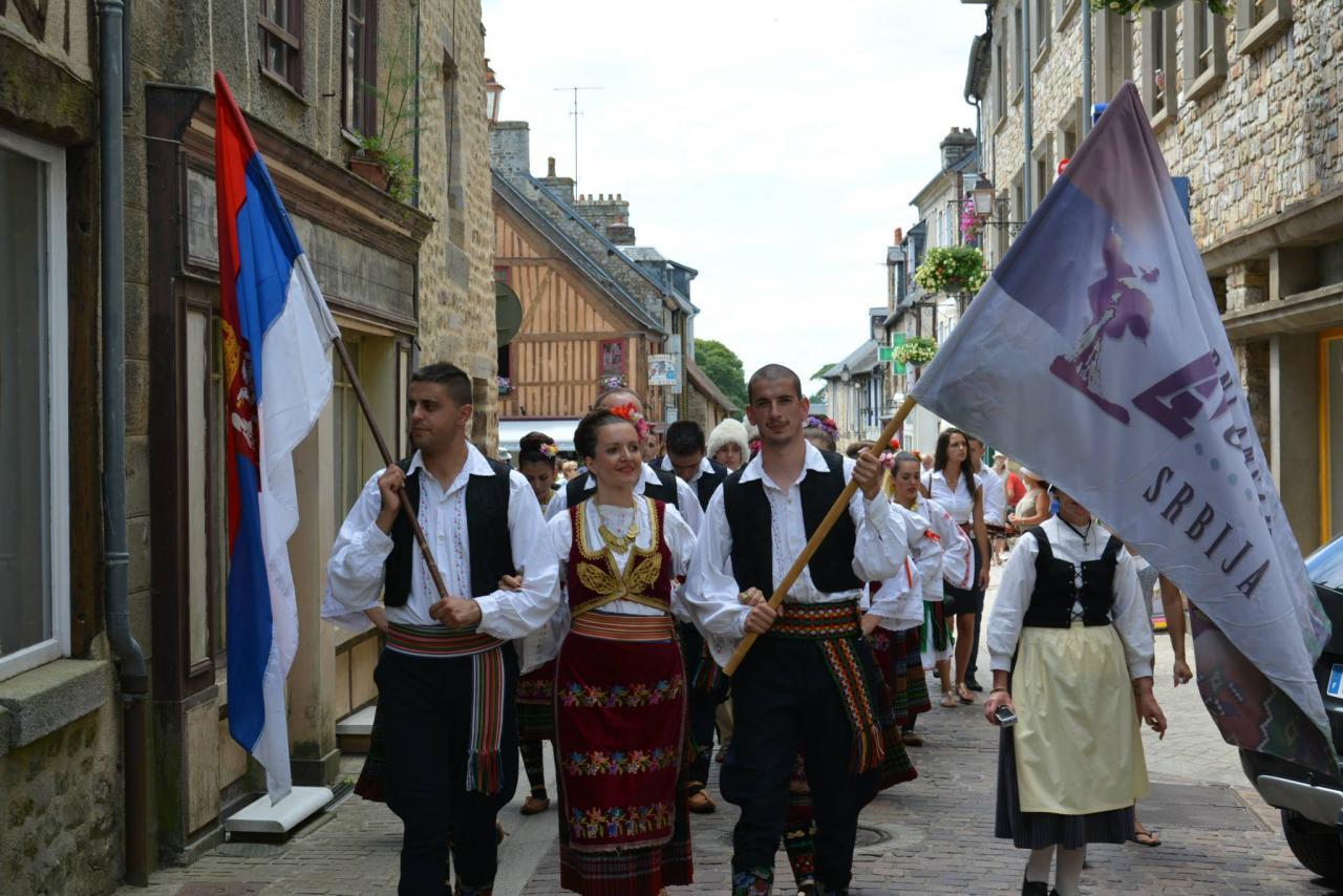 Aubades dans Domfront - La Serbie